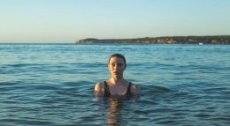Milly Carlucci, la conduttrice si concede una vacanza in barca